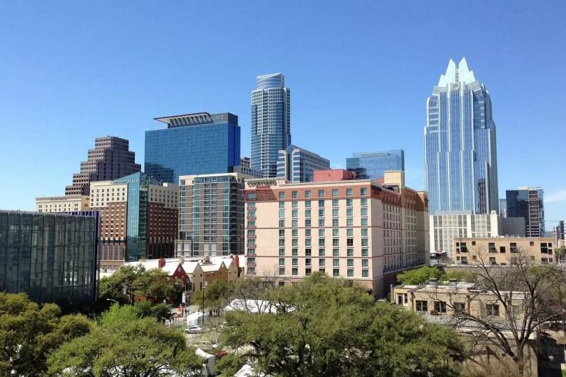 Estudio reveló que cientos de empresas con base en California se van a Texas por mejor clima de negocios
