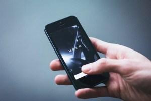 Uber se reinventa y vuelve a operar en Colombia