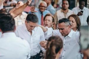 Presidente Cortizo es ungido con aceite por el Apóstol Evangélico Edwin Álvarez
