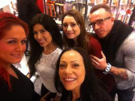 Lara Tinelli con Camila, Eva, Valentina, ...