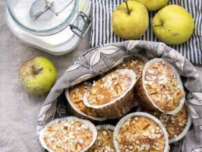 Glutenfria och mjölkfria muffins med äpple och havre
