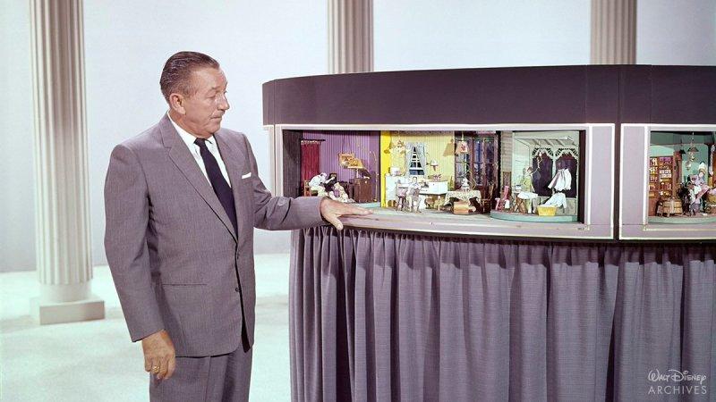 Walt Disney İlerleme Atlıkarıncası ile birlikte.