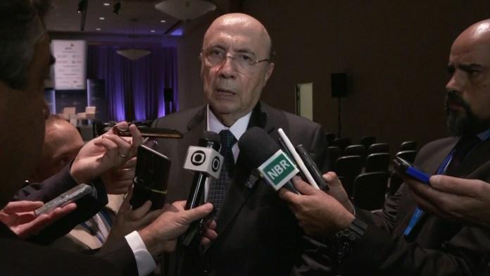 Meirelles em coletiva de imprensa em Washington, nos EUA (Foto: RFeprodução/TV Globo)