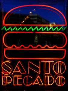 Santo Pecado Fachada Cartel Neon