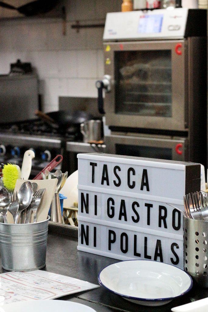 Kitchen-154-Mercado-Vallehermoso---Barra-Cocina-Cartel-Ni-Gastro-Ni-Pollas