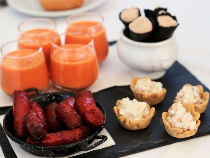 Restaurante-San-Francisco-El-Pardo---Aperitivo-Chistorra-Salmorejo-Mousse-de-Foie-y-Tulipas-de-Langostino