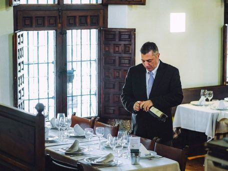 Maitre-Vino-Sala-Comedor-Restaurante-Tejas-Verdes-San-Sebastian-de-los-Reyes