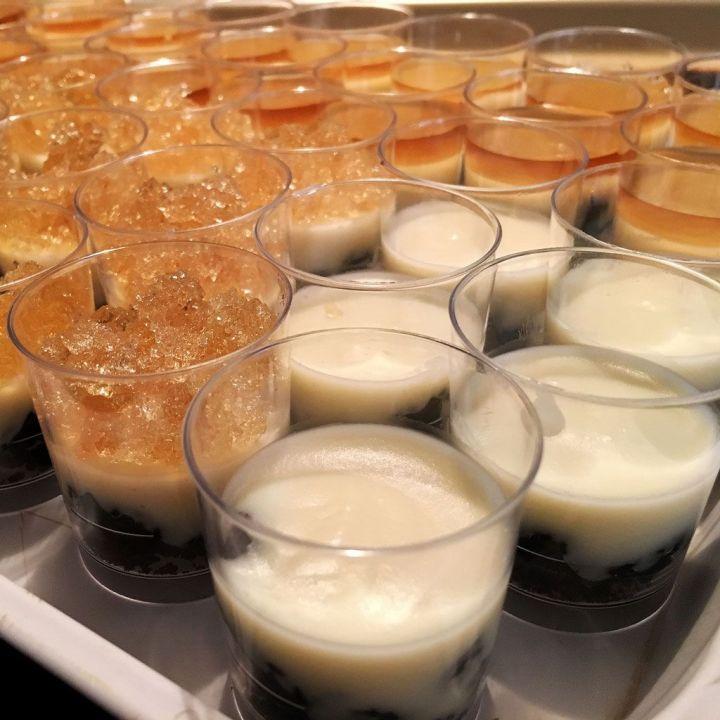Tarta de queso con chocolate blanco, Oreo's y gelatina de Moscatel versión minishots
