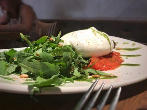 Burrata con tomate, restaurante italiano en Madrid