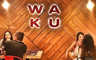 Comer rico con los amigos: Wakü House