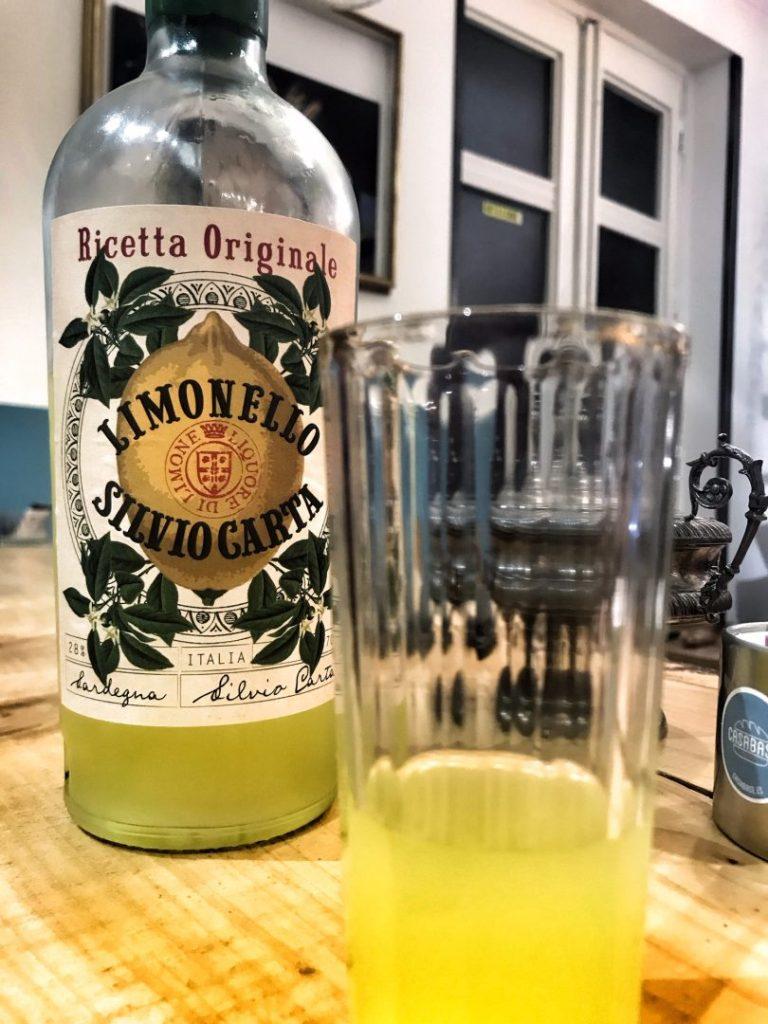 botella de limoncello silvio carta