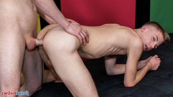 video-gay-naked-traction-gayli21