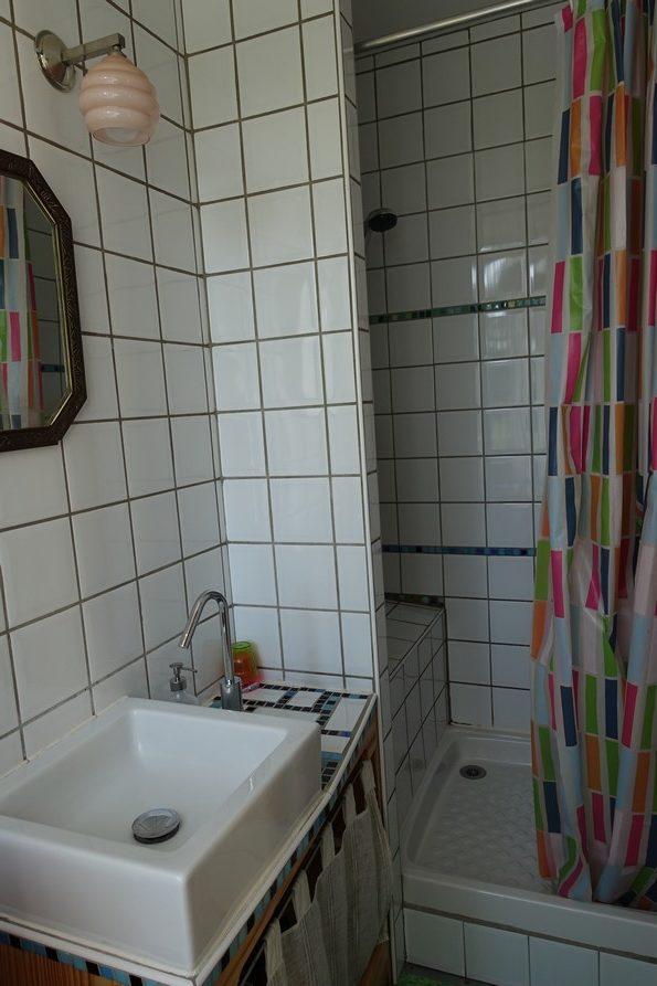 chambres d'hôtes la Gémuloise salle d'eau côté vignes