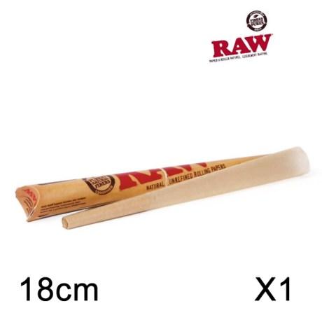 ône pré-roulé de 18 cm avec papier à rouler composé de fibres naturelles (chanvre et lin) et non blanchi. Papier extra fin et équipé d'un carton.