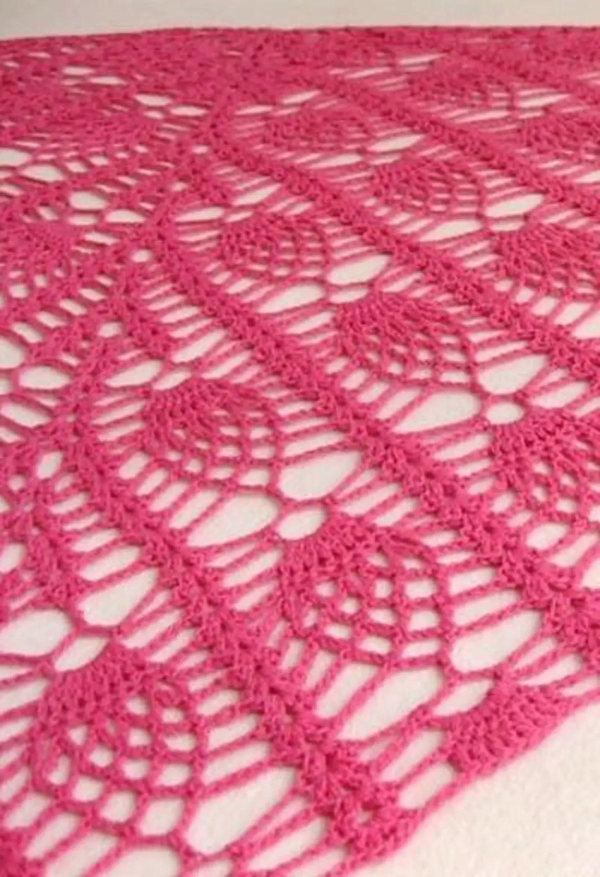 Un châle motif ananas au crochet