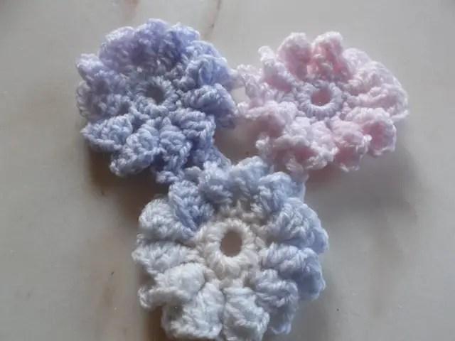 Un châle aux motifs de fleurs