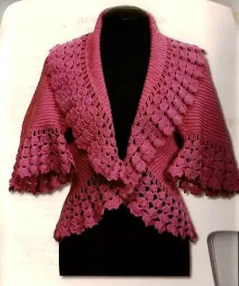 un boléro au tricot et sa bordure au crochet