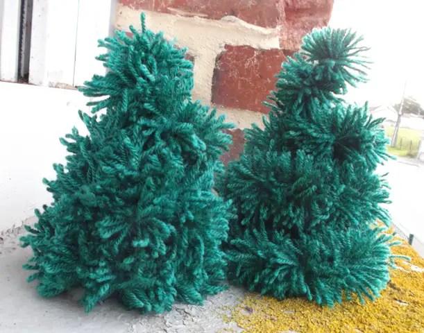 Mini sapin de Noël avec des pompons