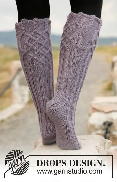 des chaussettes hautes au tricot