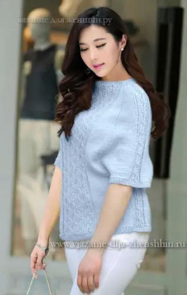 Un pull tricoté avec des manches raglantes