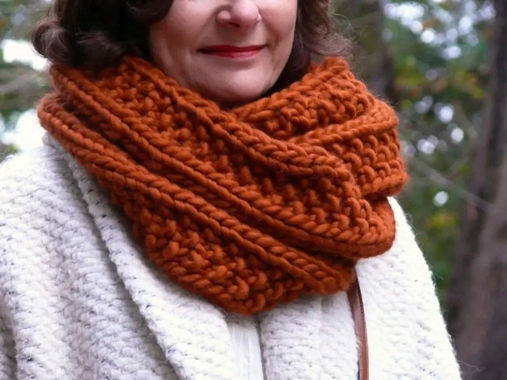 Tricoter une écharpe femme pour l'hiver