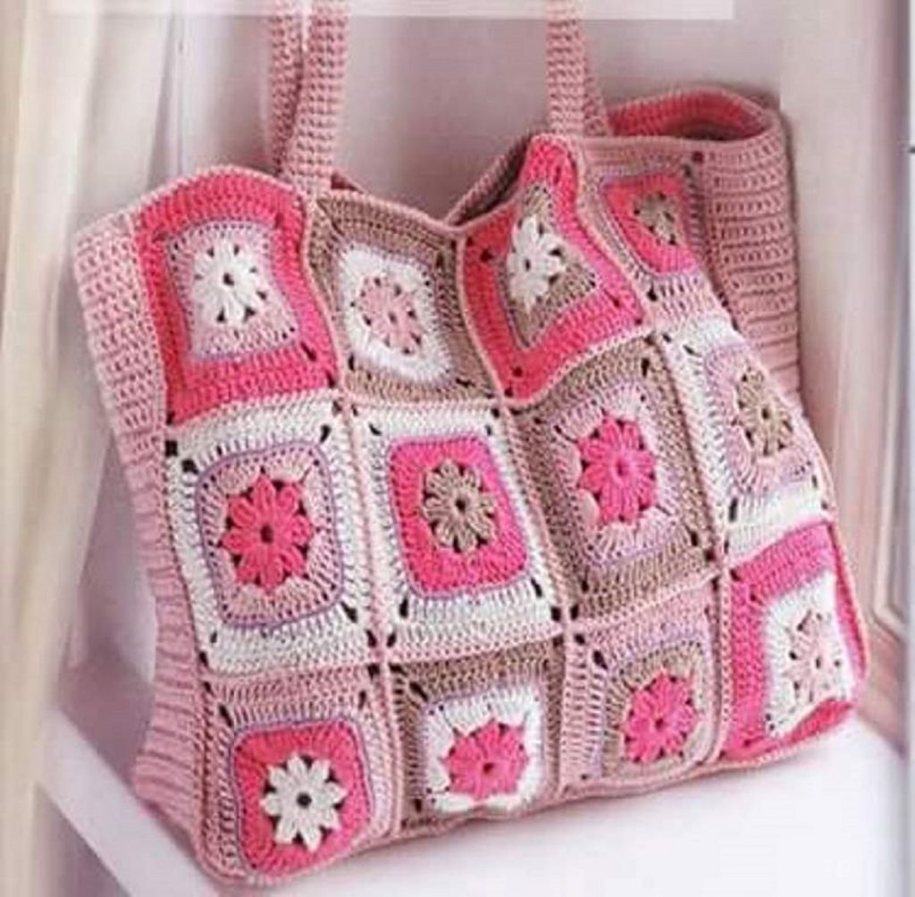 Un sac pour la plage ou le trico