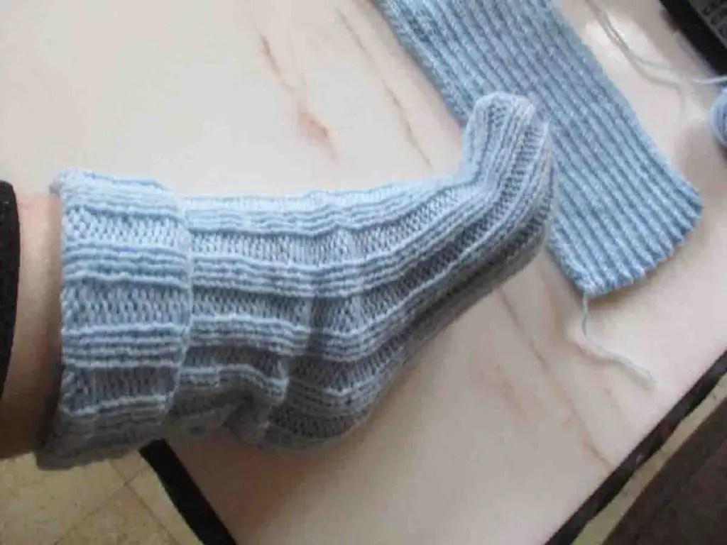 Chaussettes tricotées avec 2 aiguilles