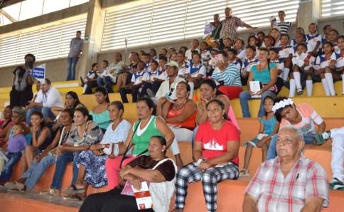 En la mañana de ayer las víctimas del Distrito de Riohacha disfrutando de la obra de teatro coordinada por Usaid, la OIM, la corporación DC Arte y la Unidad Nacional para la Atención y Reparación Integral a las Víctimas.
