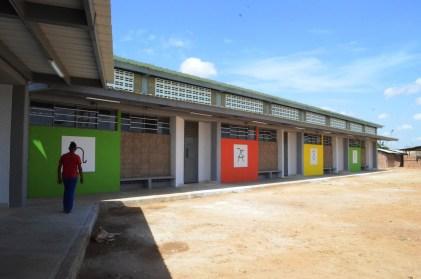 Esta es la escuela que inauguró el Alcalde y el Viceministro.