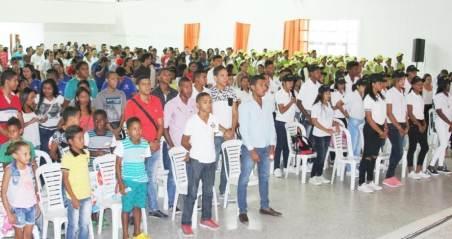 El Mandatario, anunció la entrega de 2 buses a la Universidad de La Guajira para mejorar la movilidad de los estudiantes inicialmente en la comuna 10.