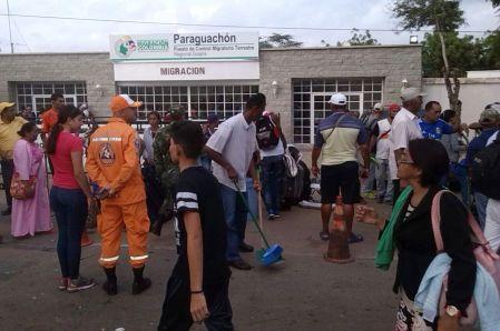 Muchos colombianos y venezolanos pasaron por Paraguachón.2