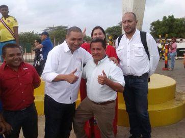 Un saludo fraternal entre el alcalde municipio Guajira%2c Ever Chacón y el alcalde