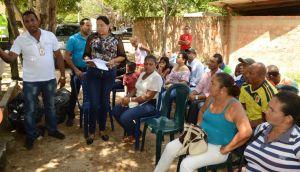 Instantes cuando el director del Medio Ambiente y Vivienda Social Distrital, Jair Quintero Camargo, intervenía en el marco del Consejo Comunal realizado en Villa Martín.