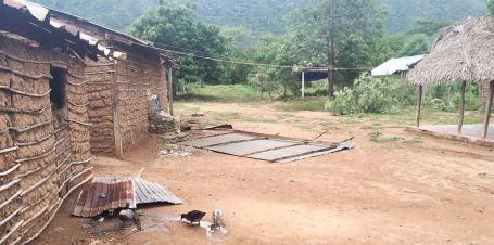 casas-destechadas-en-varios-sectores-del-distrito