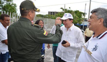 Instantes cuando el coronel Tito Castellanos Tuay, le quitaba la cachucha, al representante Antenor Duran Carrillo.