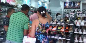 Los habitantes de Maicao, salieron a comprar con los productos a menor precio, por iniciativa del alcalde José Carlos Molina Becerra.