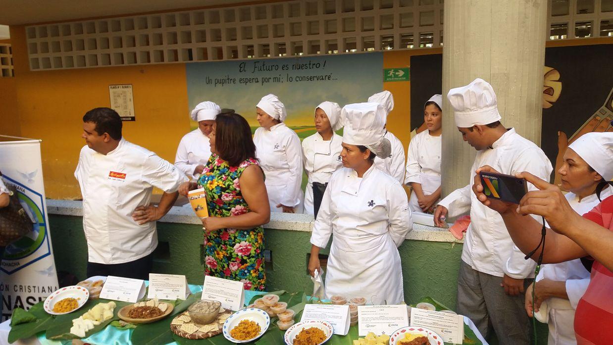 Famoso Trabajo De Ayudante De Cocina Reanudar Muestra Ornamento ...