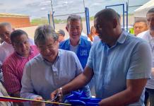 Aspecto de la inauguración del centro para refugiados en Riohacha por el Canciller Carlos Holmes Trujillo y el gobernador (e) de La Guajira, Wilson Rojas Vanegas.