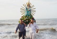 Saliendo del Mar, los feligreses de la Vieja Mello la pasearon, en conmemoración de los 356 años en que ocurrió el milagro.
