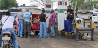 En la Estación de Servicio Monsi de Riohacha, se expendió combustible y se envasó en pimpinas, situación que estaba prohibido en el Distrito.