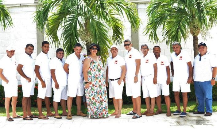 Los profesores junto a la rectora Piedad Bustamante