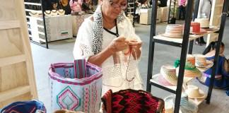 Maryelin Morales Maipushana, es oriunda de la comunidad El Campamento en el corregimiento de Puerto Estrella, municipio de Uribia.