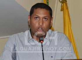 Instantes cuando el gobernador designado se dirigía a los presentes luego de haber tomado posesión en la Asamblea de La Guajira.