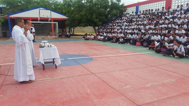 Un día diferente tuvieron los estudiantes del Sagrado Corazón de Jesús, ya que las directivas junto a los profesores, les celebraron el Día del Estudiante.