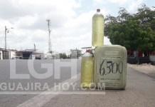 La gasolina colombiana es más clarita, por lo que es fácilmente detectable y esta es expendida como si fuera de contrabando.