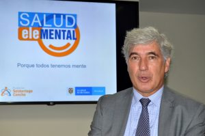 El ministro de Juan Pablo Uribe Restrepo en dialogo con los periodistas en la capital del país.