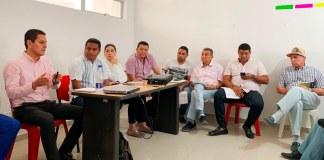 Gerente de Electricaribe reunido con los comerciantes y líderes de Uribia.