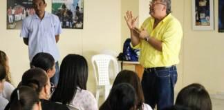 José Ángel Mengual, director del Sisbén Distrital entregando la charla para que los nuevos coordinadores, supervisores, encuestadores y enumeradores, estén capacitados para llegarle a la comunidad.