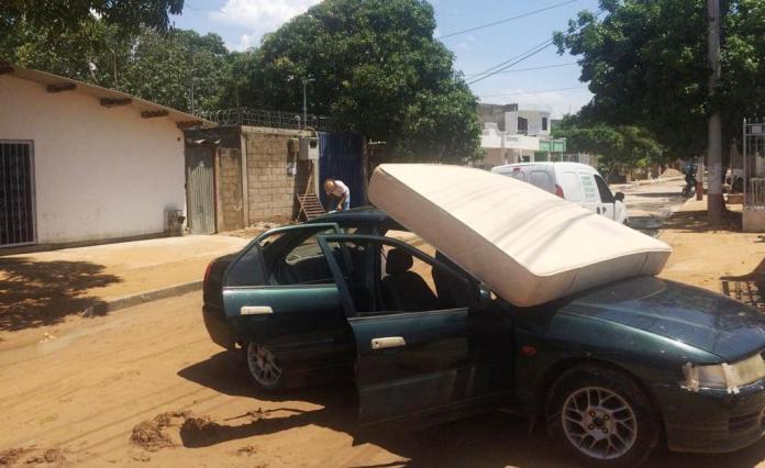 Los afectados debieron sacar los colchones al sol y así evitar que se les dañara.