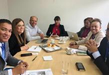 El secretario de Gobierno y Participación Comunitaria con funciones de gobernador (e), Jhon Fuente Medina, con su equipo de trabajo y funcionarios de la Procuraduría.